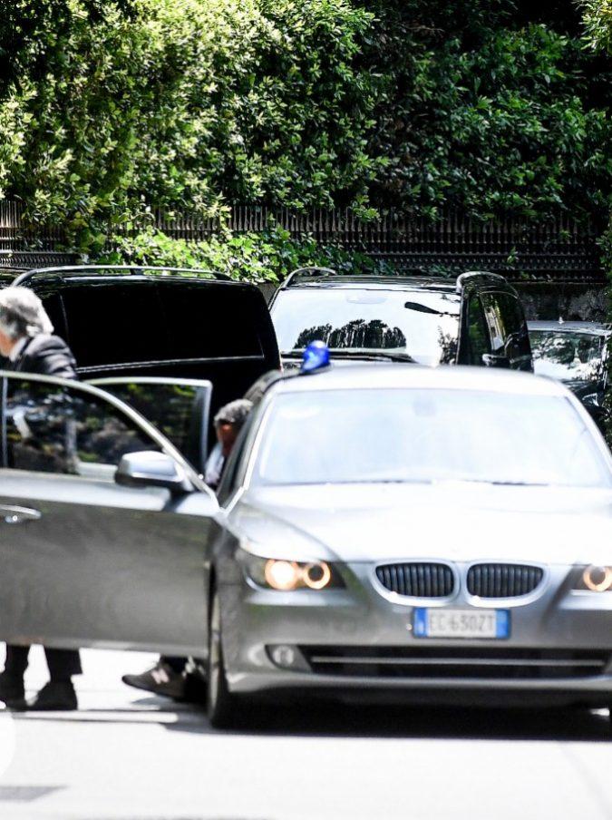 """Obama ospite di Clooney sul lago di Como ma arriva l'emergenza: """"Chiamate Dante!"""""""