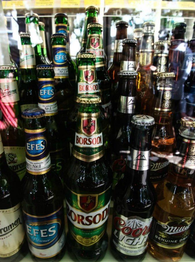 Germania, gli abitanti comprano tutta la birra del paese per boicottare festa neonazista. Risultato: le teste rasate se ne vanno