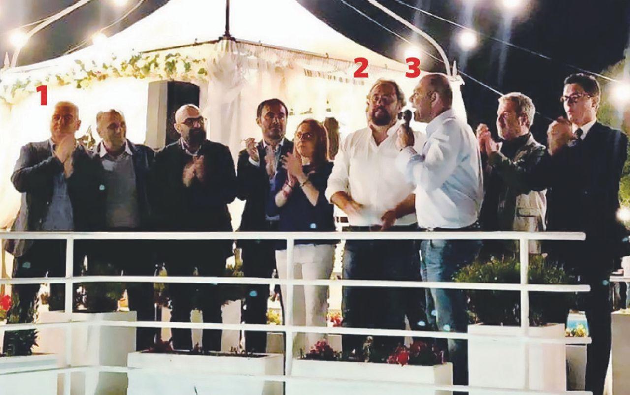 Salvini, Mr. Papeete e l'abbraccio con l'indagato per mafia (video)