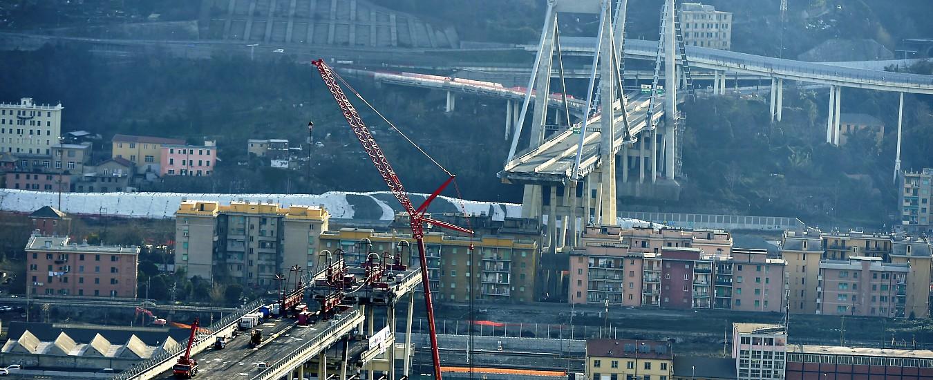 """Ponte Morandi, venerdì l'esplosione delle pile 10 e 11. Timori dei residenti per le polveri: """"Precauzioni una presa in giro"""""""
