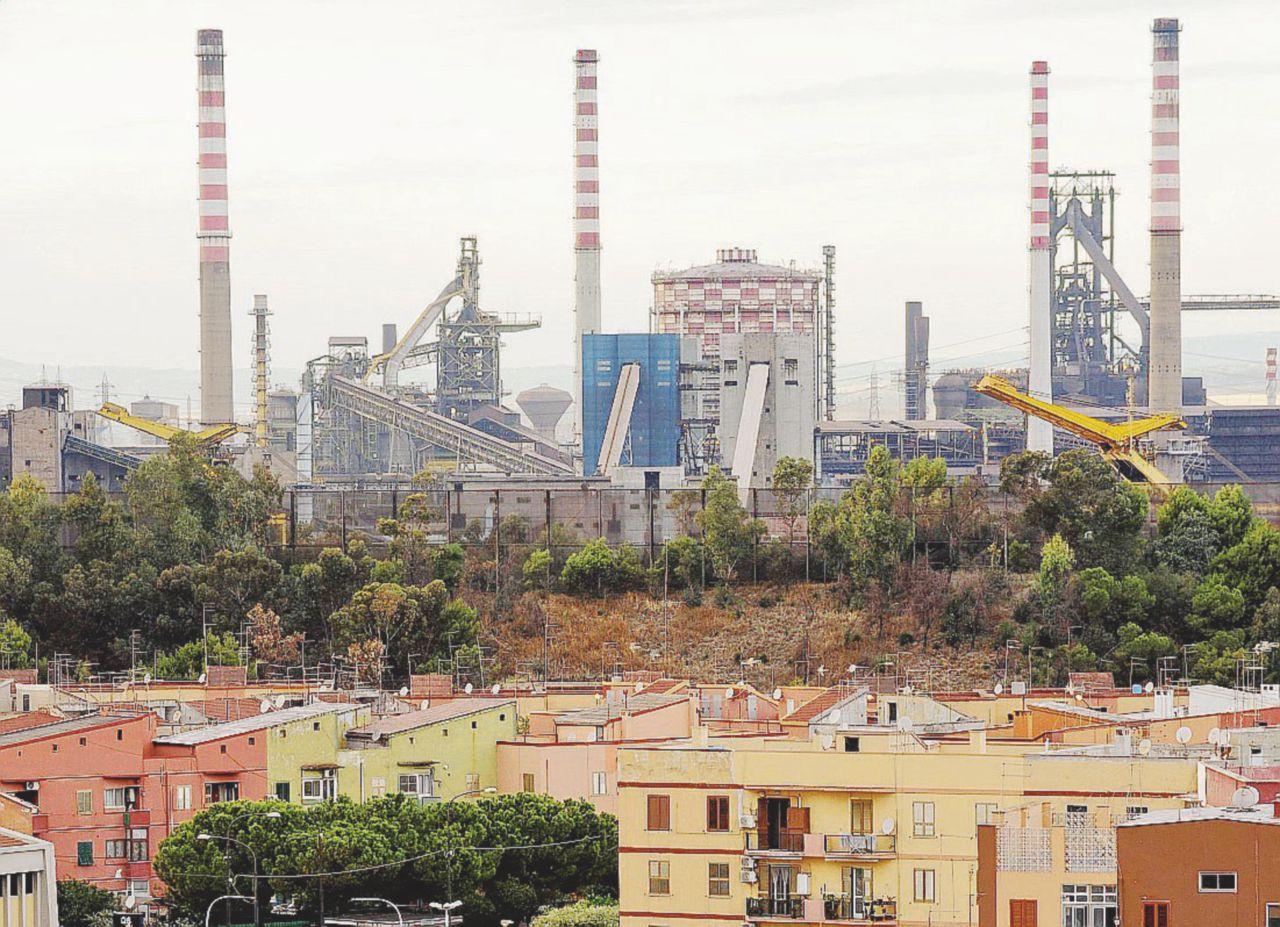 """Ilva, la minaccia di Mittal: """"Senza scudo chiudiamo"""""""