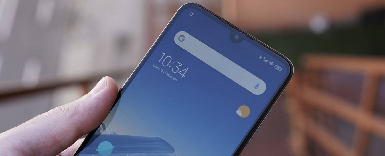 Smartphone: basta strisce nere e fori sullo schermo, le fotocamere frontali saranno invisibili