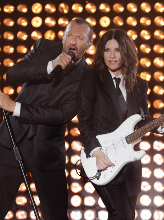 """Laura Pausini e Biagio Antonacci, prima data: come un piano bar nello stadio. Lei poi spiazza tutti: """"Dopo il tour mi fermo per due-tre anni"""""""