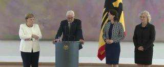 """Angela Merkel di nuovo colta da tremore durante una cerimonia ufficiale: """"Parteciperà comunque al G20"""""""