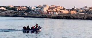 Lampedusa, mentre la Sea Watch3 è ferma fuori dal porto sull'isola approdano 10 migranti arrivati con un barchino