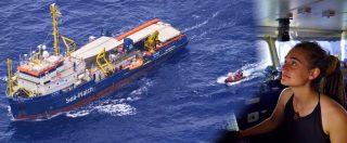 Sea Watch sfonda il blocco e attracca in porto a Lampedusa. Migranti sbarcati, Finanza arresta capitana: 'Chiedo scusa'