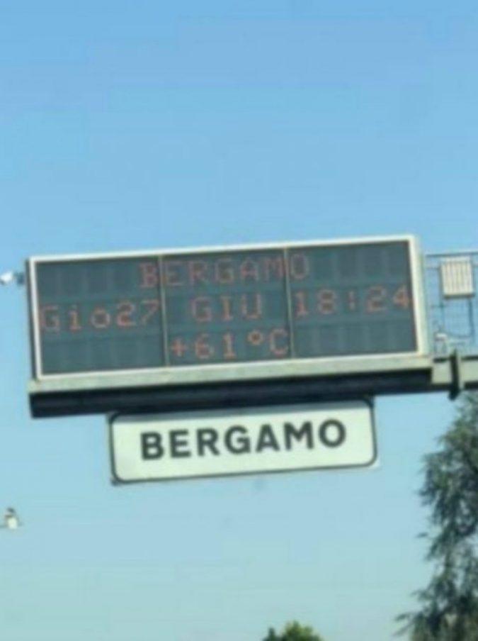 Bergamo, il tabellone elettronico va in tilt per il caldo e segna 61 gradi