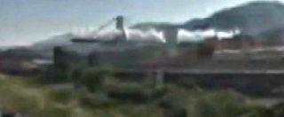 Ponte Morandi, un boato sordo e un lungo applauso: il momento dell'esplosione delle pile 10 e 11