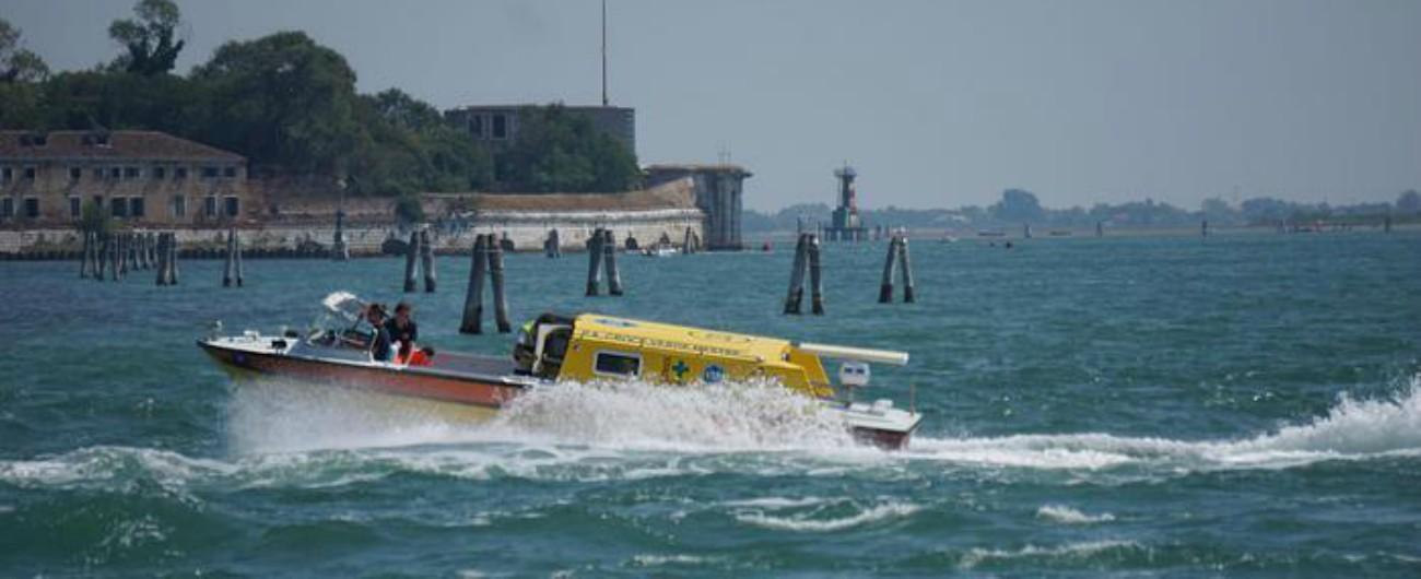 Venezia, barchino finisce contro una briccola: muore una ragazzina di 12 anni