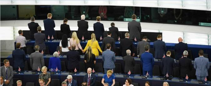 """Parlamento Ue, via alla prima seduta. Brexit Party di spalle durante l'Inno alla Gioia e M5s tra i """"non iscritti"""""""
