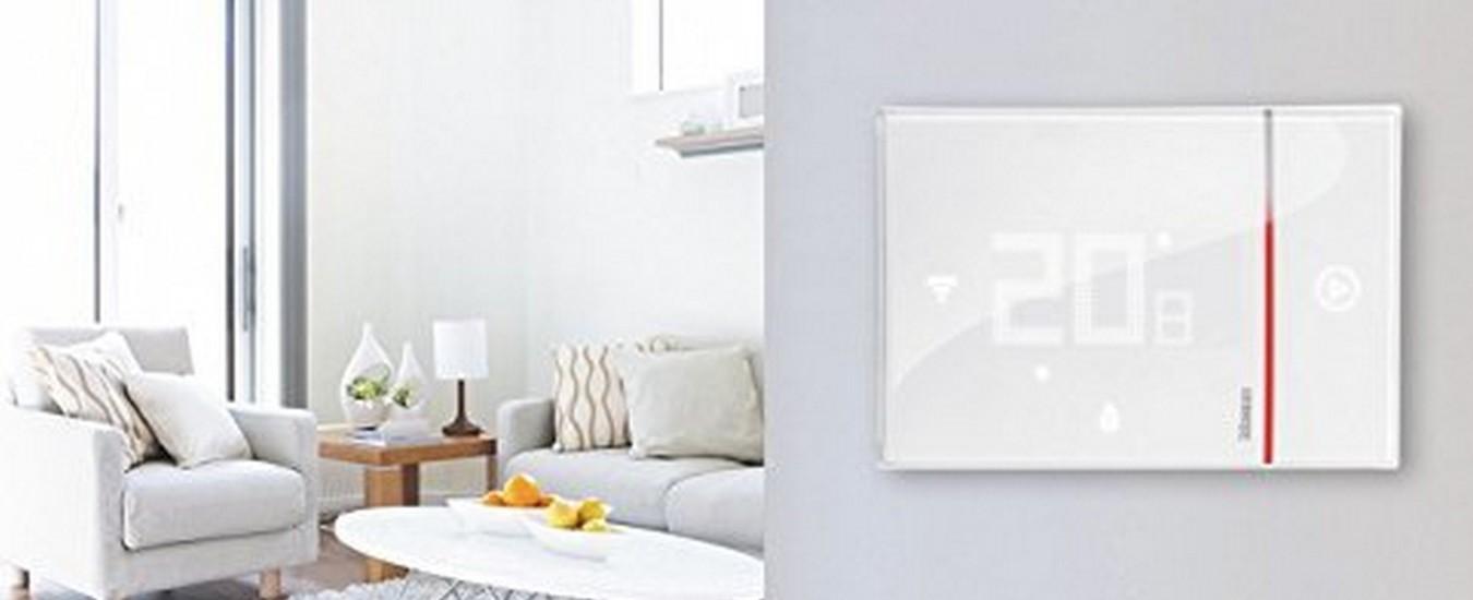 Il termostato Smarther di Bticino adesso è compatibile con gli assistenti vocali di Google e Amazon