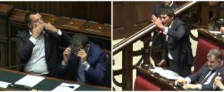 """Sea Watch, Fratoianni vs Salvini: """"Chi ha dato ordine alla GdF?"""". Dal ministro baci ironici: bagarre alla Camera"""