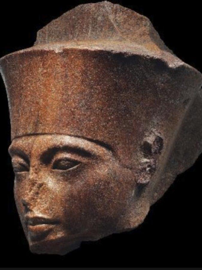 Londra, la testa di Tutankhamon va all'asta per più di 4 milioni di sterline. Ma Il Cairo protesta