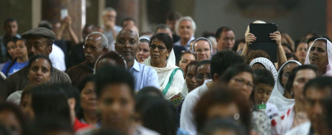 Migranti, la Chiesa li ha già integrati. Anche se i fedeli ancora non lo accettano