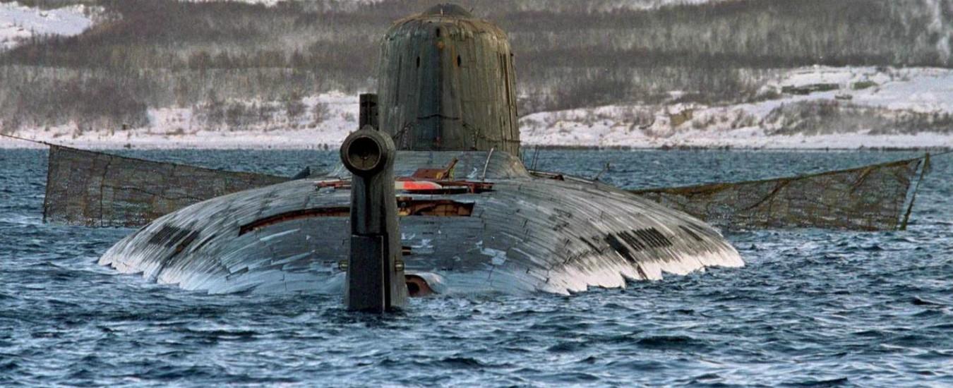 Russia, sottomarino nucleare in fiamme: morti 14 marinai, Putin cancella i suoi impegni