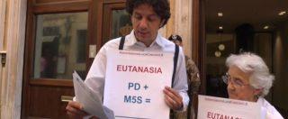 Eutanasia, presidio di Cappato e Welby: 'Basta rinviare la legge. Zingaretti e Di Maio hanno i voti, cosa vogliono fare?'