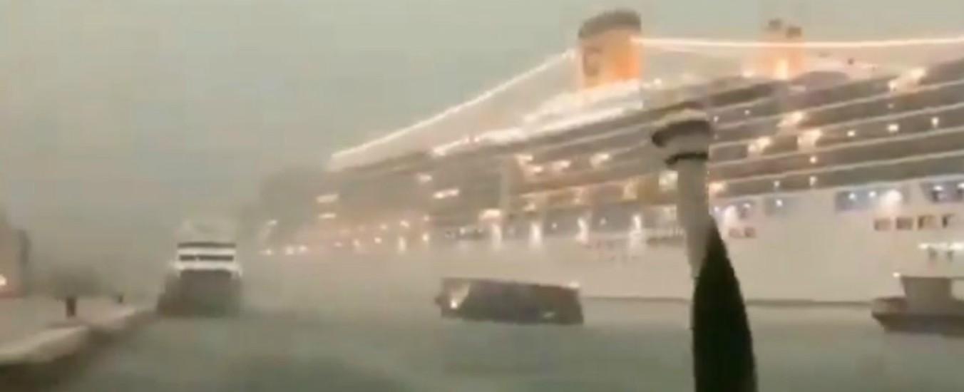 """Venezia, Comitato No Grandi Navi dopo l'incidente sfiorato: """"Questi bestioni incompatibili con la nostra città fragile"""""""