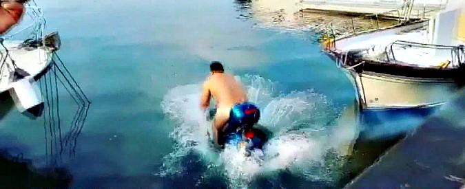 Napoli, Balotelli denunciato per istigazione a delinquere e gioco d'azzardo dopo la scommessa dello scooter in mare