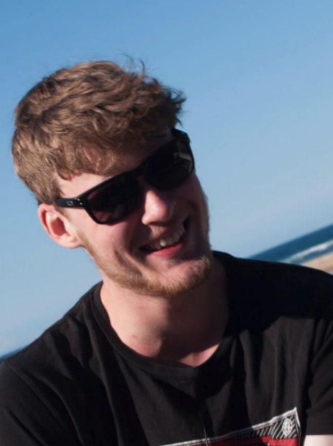 """21enne muore dopo aver bevuto un frullato proteico. Il padre su Facebook: """"State attenti"""""""