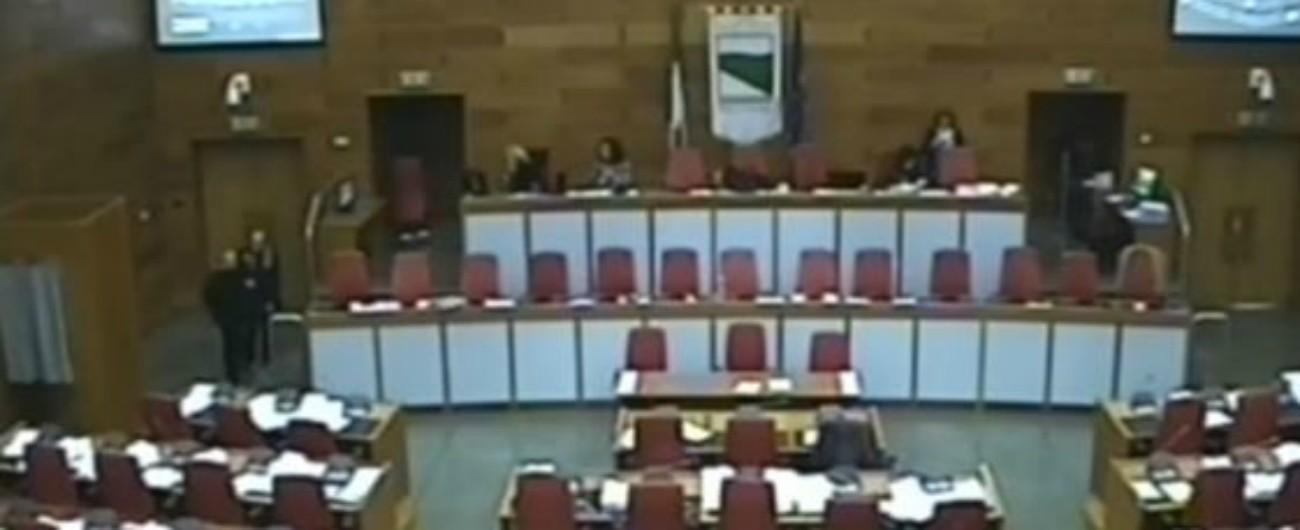 """Emilia Romagna, il Pd rinvia di nuovo discussione sulla legge contro l'omofobia. Il M5s: """"Fissare dibattito a fine luglio"""""""