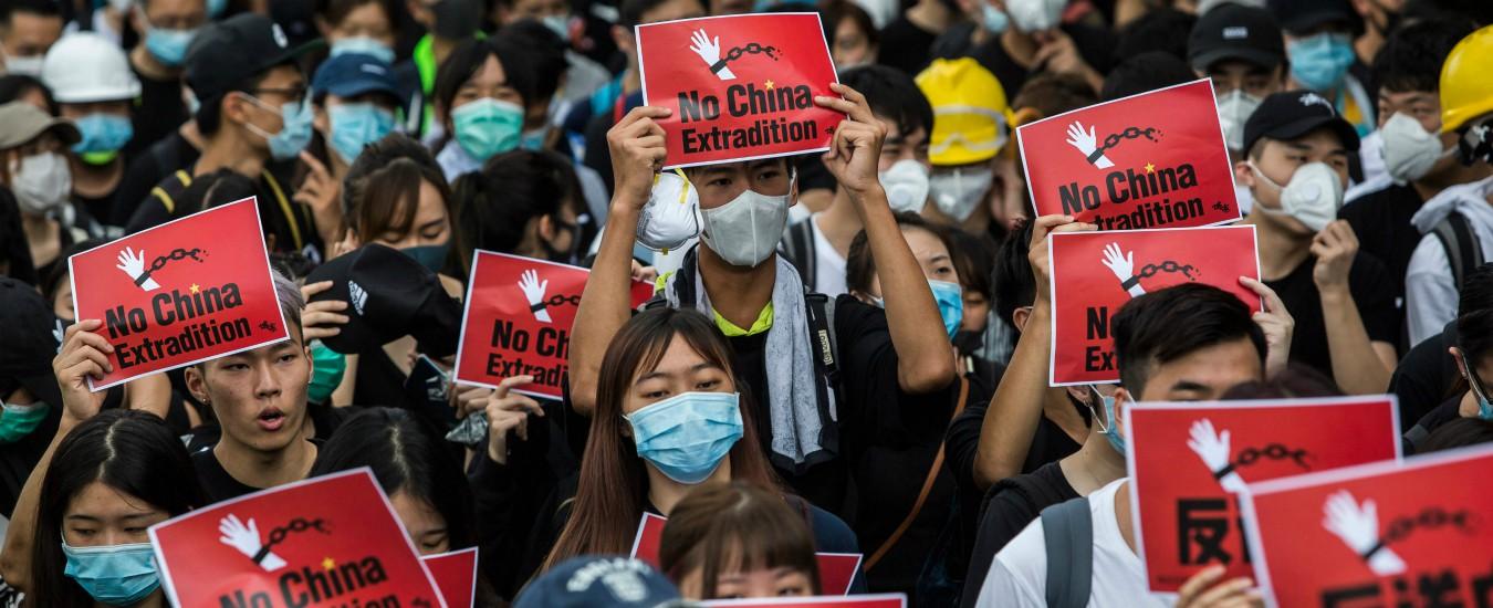 """Hong Kong, governo: """"Legge sull'estradizione è morta"""". Manifestanti: """"Protestiamo fino al ritiro formale"""""""