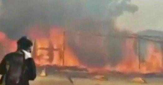 Catania, in fiamme il Lido Europa sul litorale della Plaia: i Vigili del fuoco al lavoro per spegnere il rogo