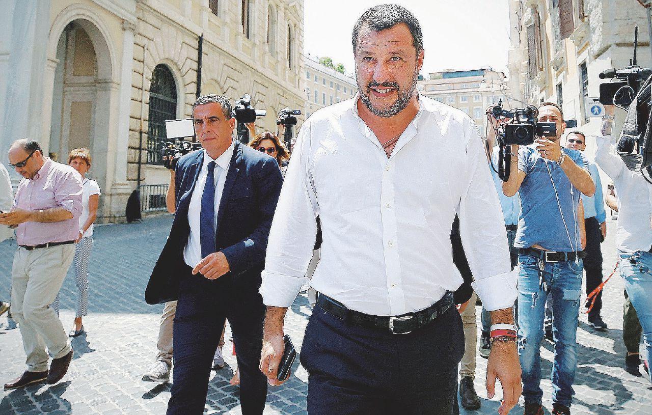"""In Edicola sul Fatto Quotidiano del 11 Luglio: Lega, dalla Russia con gasolio. Salvini: """"Mai un rublo"""""""