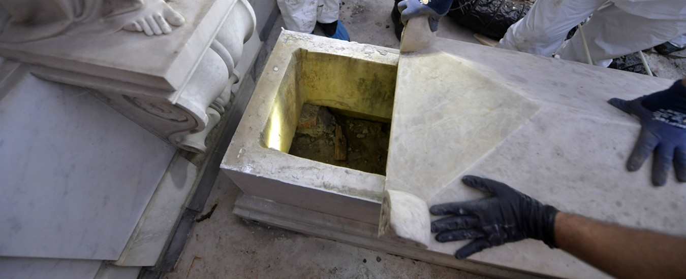 Caso Orlandi, dal cemento ai corpi spariti delle principesse: tutti i punti da chiarire delle tombe vuote al Cimitero teutonico
