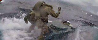 Guardia costiera intercetta sottomarino carico di cocaina: l'inseguimento ad alta velocità sembra tratto da un film