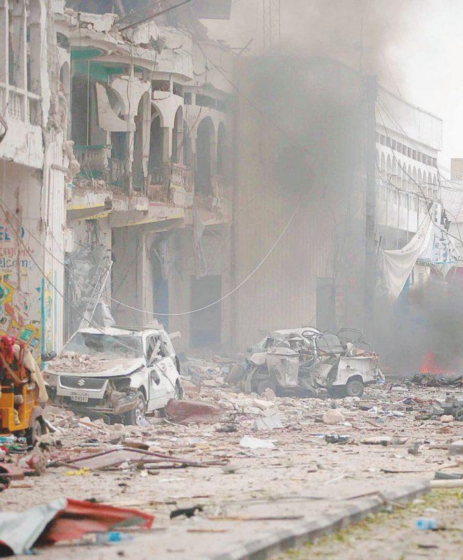 Sangue sul voto: attacco Al-Shabaab in hotel: 26 morti