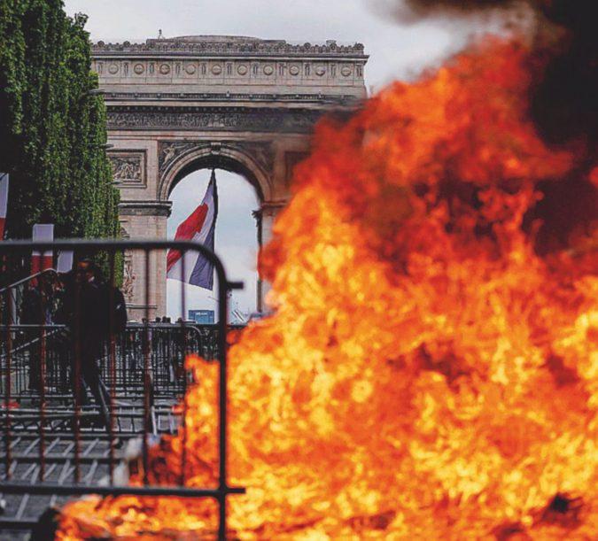 Contestano Macron Fermati 175 Gilet Gialli