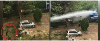 Roma, tensione per lo sgombero a Primavalle: lancio di sassi dall'edificio, la polizia risponde con gli idranti