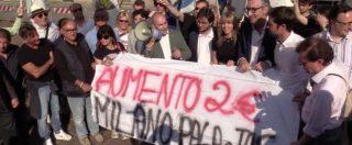 """Biglietto Atm a 2 euro, consiglieri Lega espongono striscione a Palazzo Marino: """"Scelta illogica"""""""