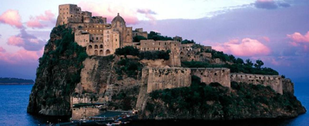 Ischia, il Castello Aragonese sequestrato dalla Finanza per inchiesta su vari crac. Sei arresti e sigilli a beni di lusso