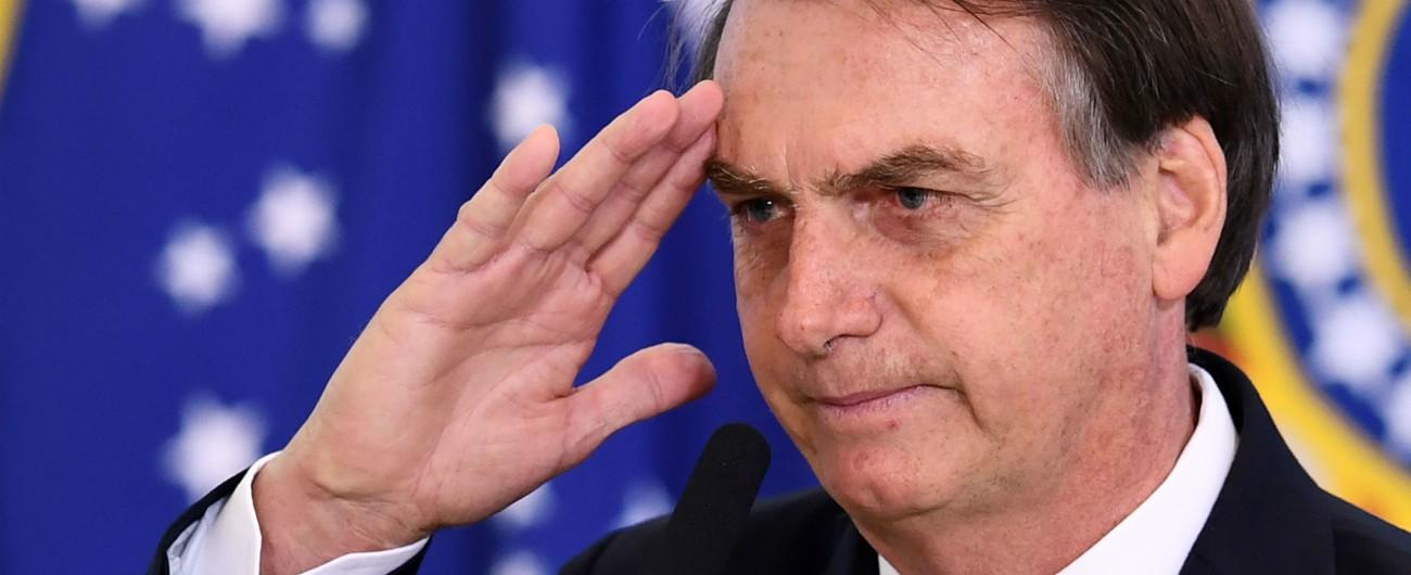 Brasile, Bolsonaro si lega sempre più agli evangelici: per le chiese minori libertà di evadere le tasse e giudice costituzionale