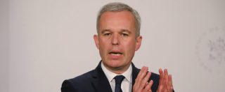 """Francia, """"cene a base di aragoste giganti, ostriche e champagne con soldi pubblici"""": si dimette il ministro dell'Ambiente"""