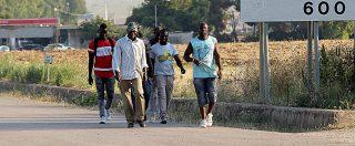 Foggia, migranti presi a sassate mentre andavano a lavoro: due feriti alla testa