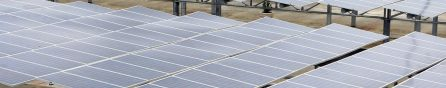 Rinnovabili: 35% di energia in più grazie a pannelli solari a doppia faccia che seguono il sole
