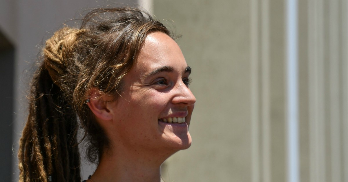 Libero, le grandi inchieste: le tette di Carola Rackete
