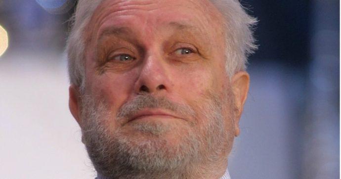 Luciano De Crescenzo è morto. Addio all'ingegnere, regista, attore: la sua vita Da Arbore all'amore con la Rossellini