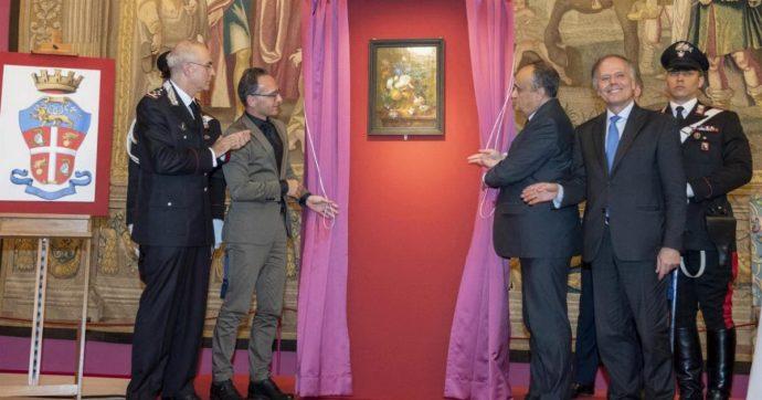 """Germania restituisce all'Italia il dipinto rubato dai nazisti: è """"Vaso di Fiori"""", capolavoro di Huysum"""