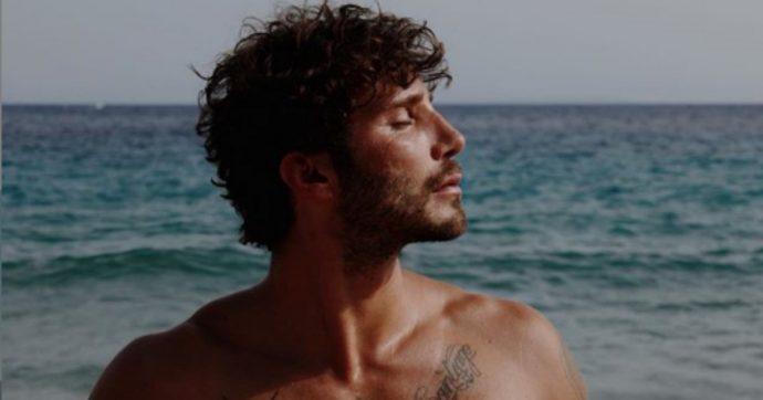 """Domenica In, Stefano De Martino: """"Posso abbracciare la sagoma e tenerla vicina"""""""