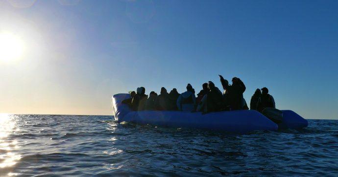 Migranti, giovane africano decapitato dallo scafista durante la traversata in mare: aveva bevuto il suo succo di frutta