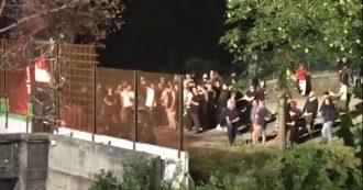 No Tav, appiccano il fuoco davanti al cantiere di Chiomonte: denunciati 50 manifestanti