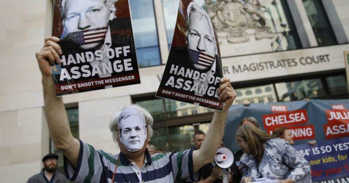"""Assange, il segretario Usa: """"Presto sarà estradato"""". L'ok del Regno Unito solo senza il rischio di condanna a morte"""