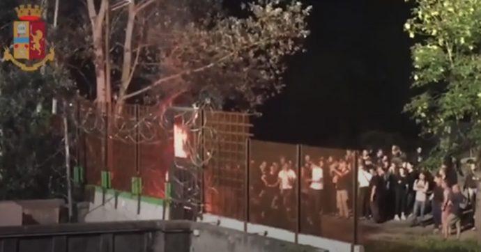 """No Tav, nuove proteste a Chiomonte: incendio, petardi e razzi. In 20 identificati e denunciati. Salvini: """"Arresti e accelerazione dei lavori"""""""