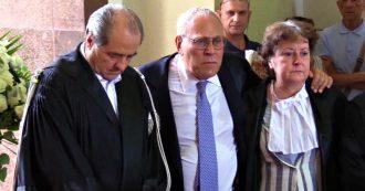 Borrelli, Di Pietro in lacrime accanto al feretro: il saluto all'ex capo del pool di Mani Pulite