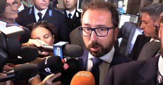 """Borrelli, il ministro Bonafede alla camera ardente: """"Esempio per le nuove generazioni, ha contribuito alla democrazia"""""""