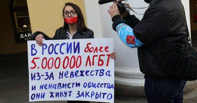 Russia, assassinata attivista per la difesa dei diritti lgbt: aveva ricevuto minacce di morte