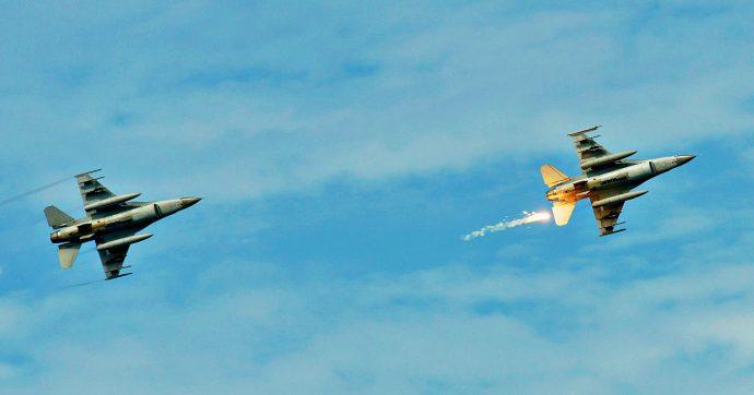 """Corea del Sud, 360 colpi di avvertimento contro jet russo: """"Aveva violato lo spazio aereo al largo della costa orientale"""""""
